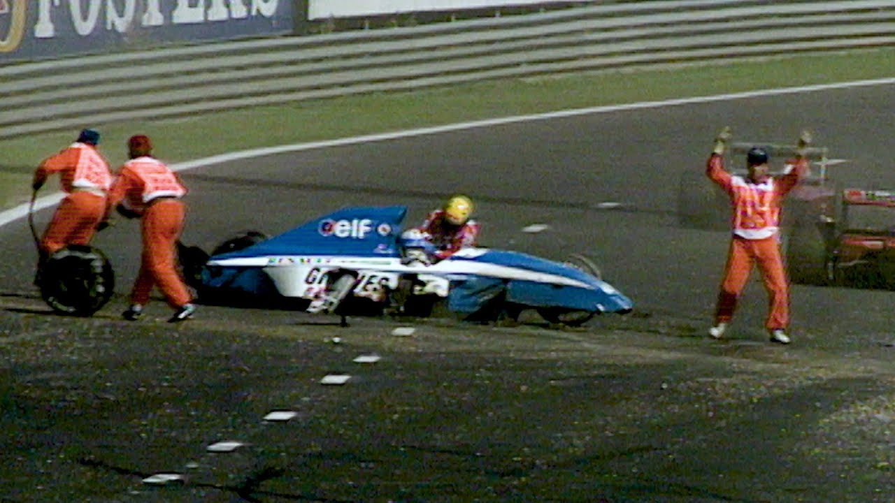 Ayrton Senna socorriendo a Eric Comas