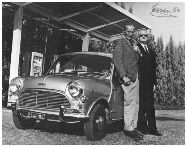Enzo-Ferrari-con-Sir-Alec-Issigonis