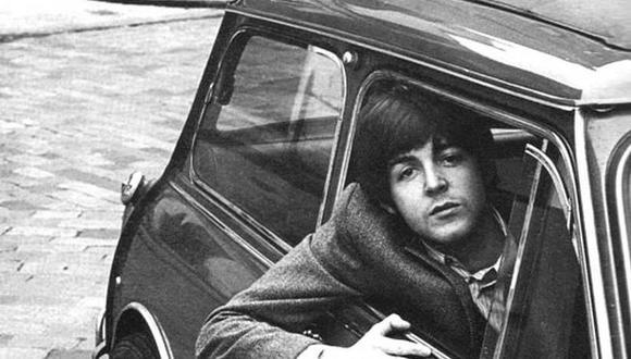 Paul McCartney con su Mini