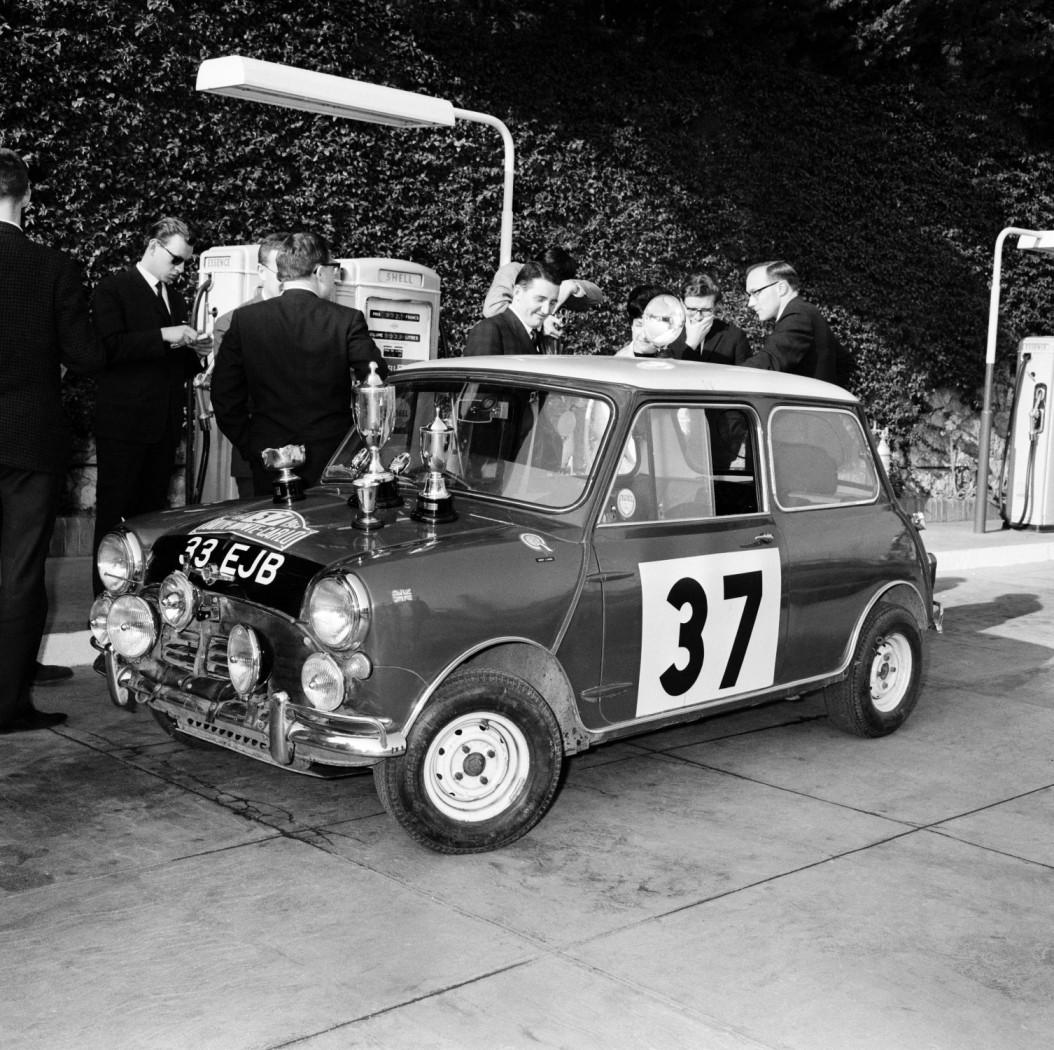 1964 Monte Carlo Rally, Paddy Hopkirk (IRL), Henry Liddon (ENG)