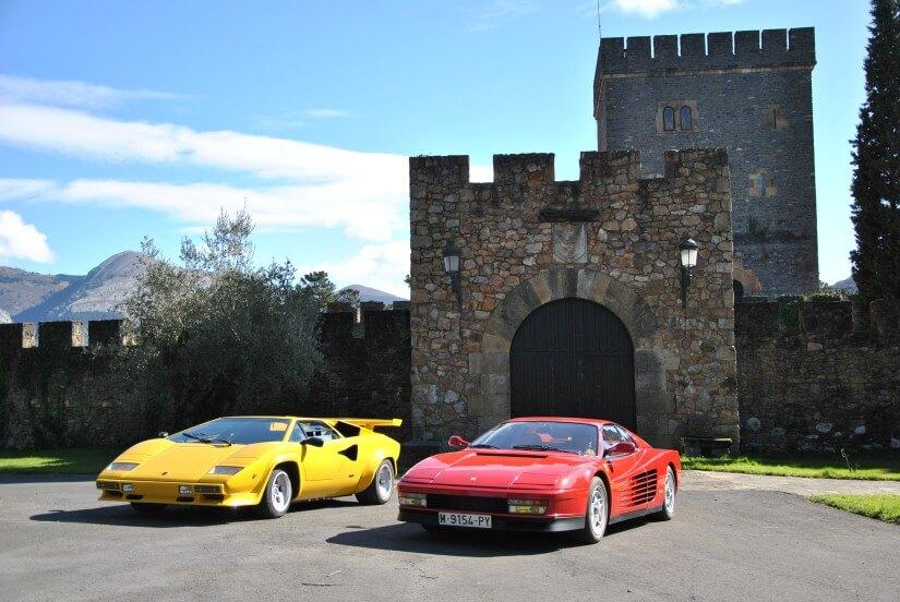 Ferrari Testarossa y Lamborghini Countach en la puerta de Torre Loizaga