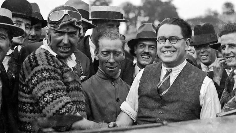 Eldridge (derecha) y Thomas (izquierda) en Brooklands (1925)