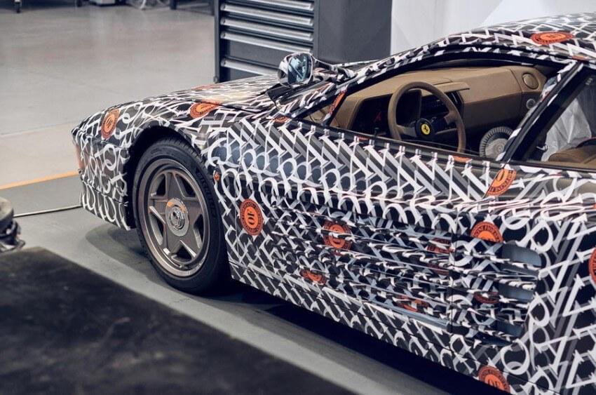 Detalle lateral del Ferrari Testarossa de Officine Fioravanti