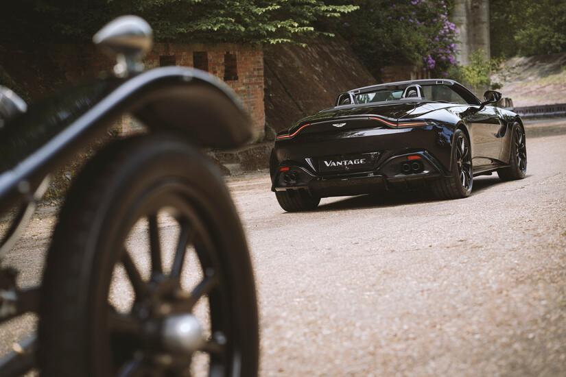 Aston Martin A3 trasera