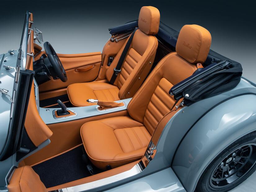 Morgan Plus Four y Plus Six interior