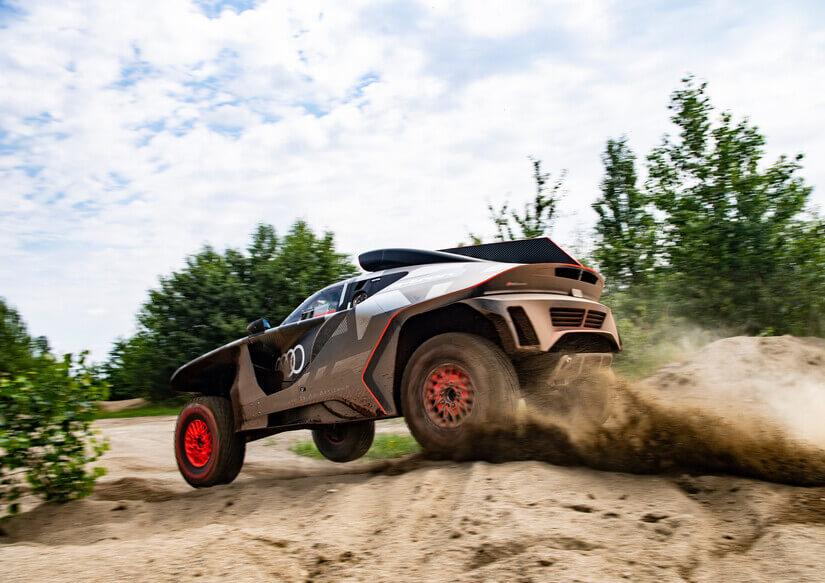 Audi RS Q e-Tron saltando