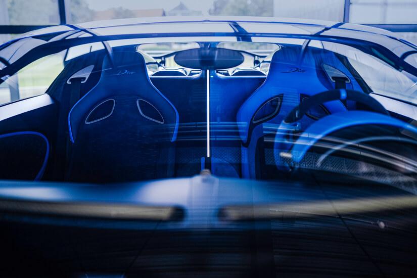 Bugatti Divo angulada