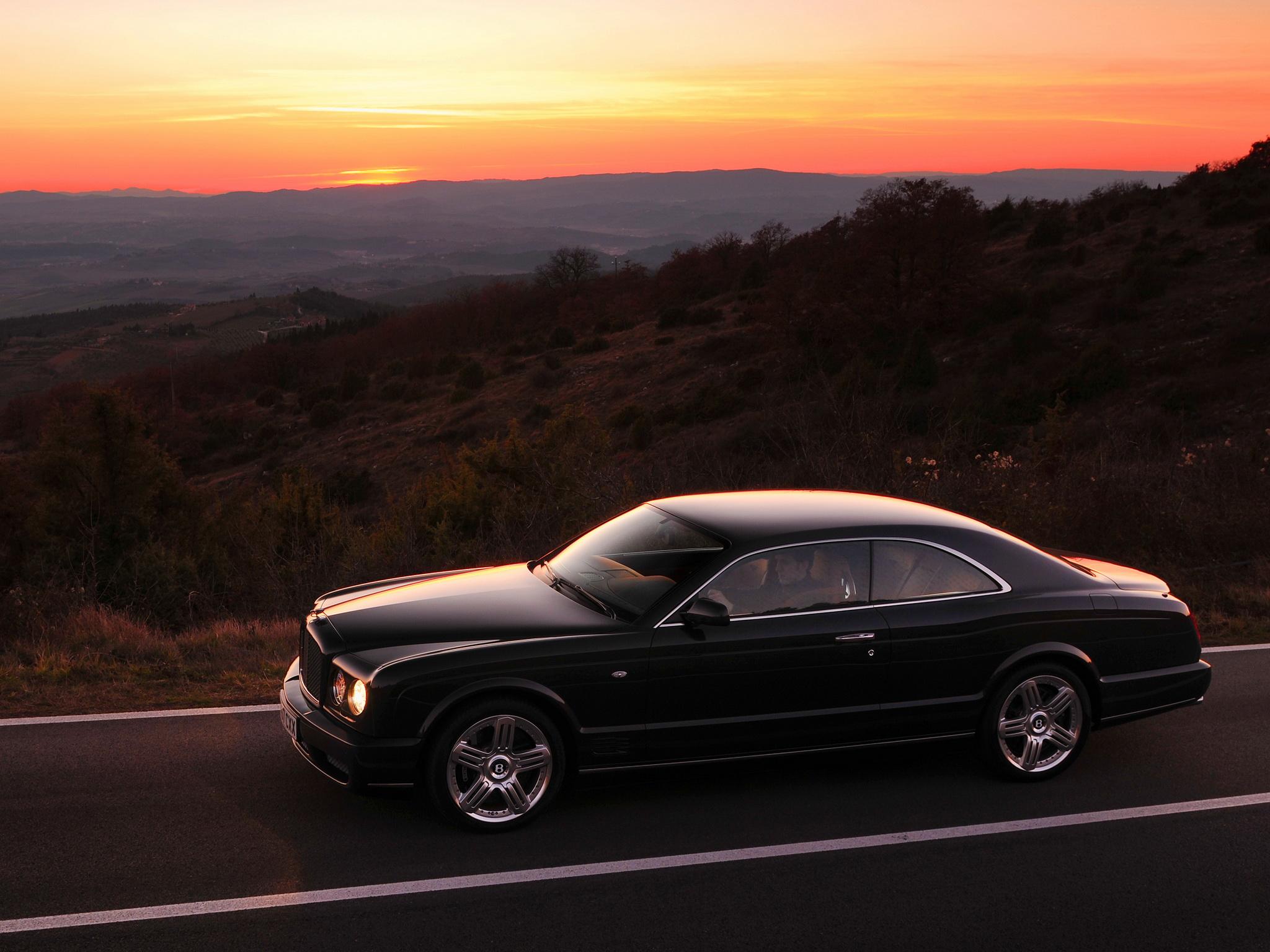 Bentley Brooklands anocheciendo
