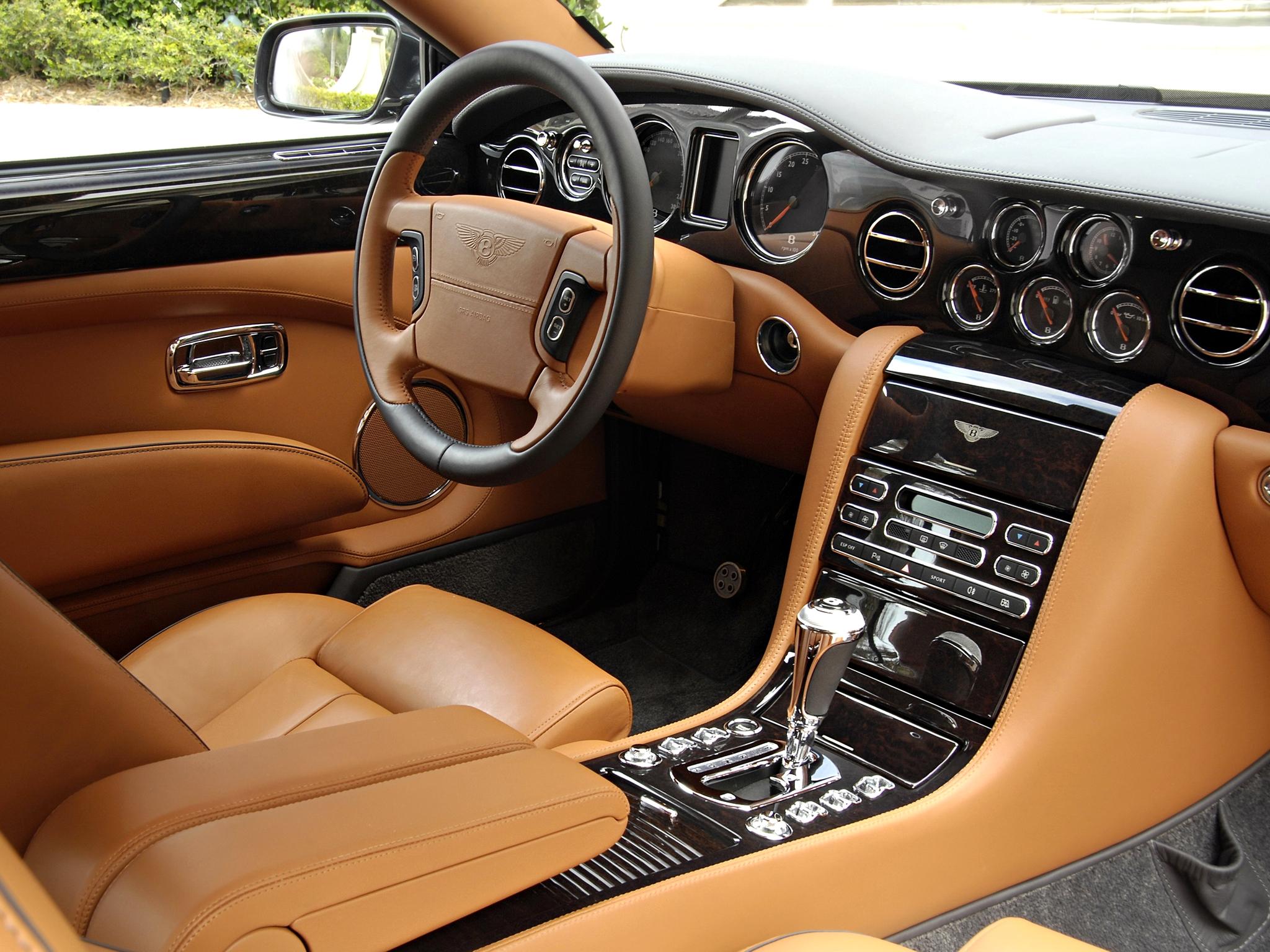 Bentley Brooklands interior consola