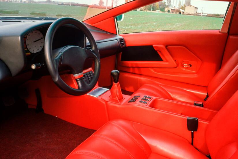 Cizeta V16T interior