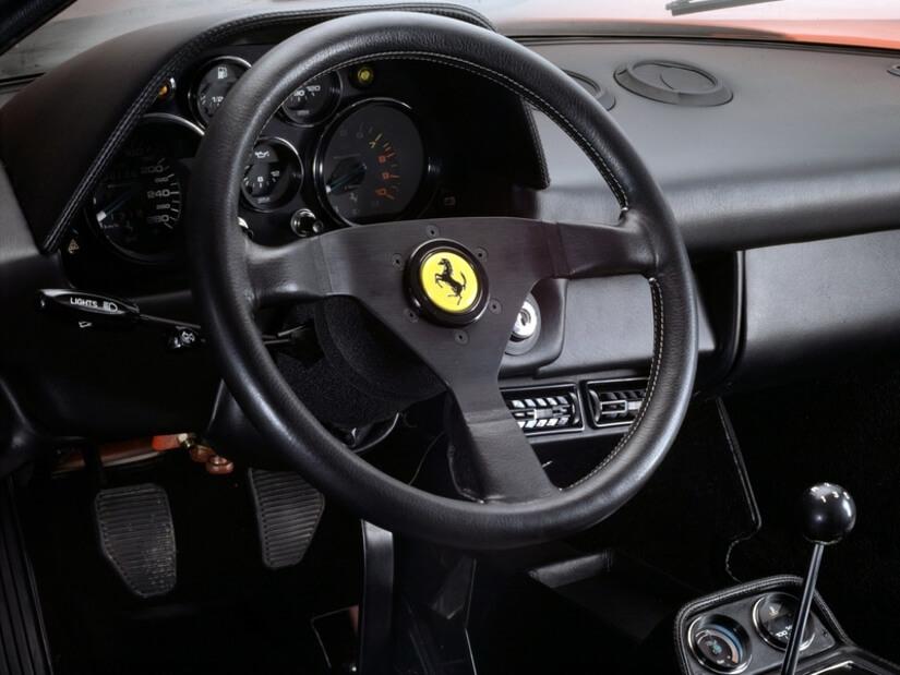 Ferrari 208 GTB Turbo interior