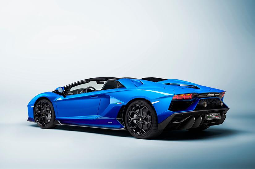 Lamborghini Aventador LP 780-4 Ultimae lateral azul