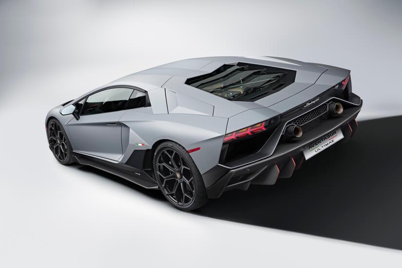 Lamborghini Aventador LP 780-4 Ultimae trasera