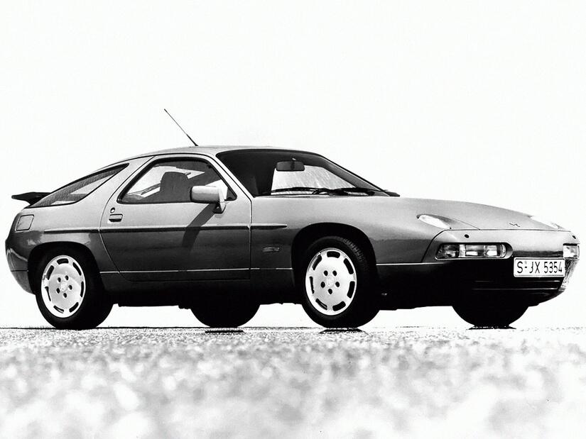 Porsche 928 posado