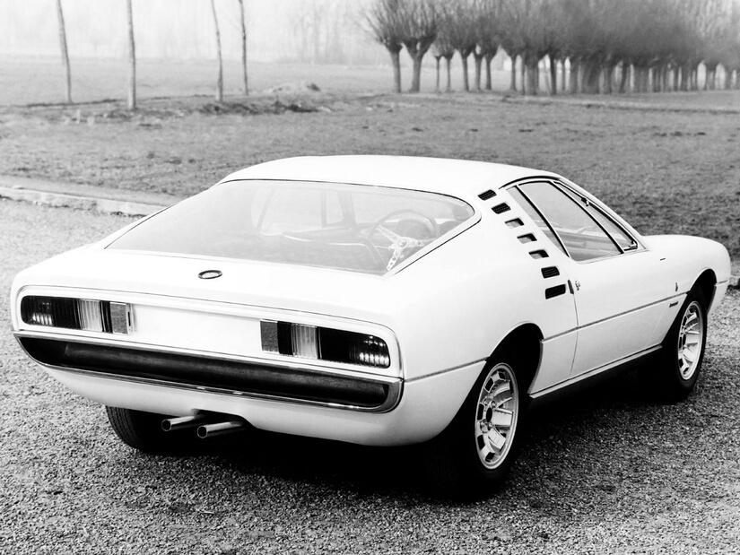 Alfa Romeo Montreal trasera