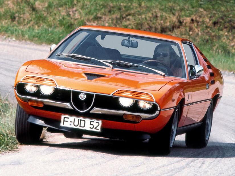 Alfa Romeo Montreal en curva
