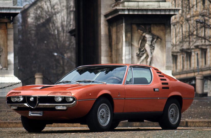 Alfa Romeo Montreal de lado
