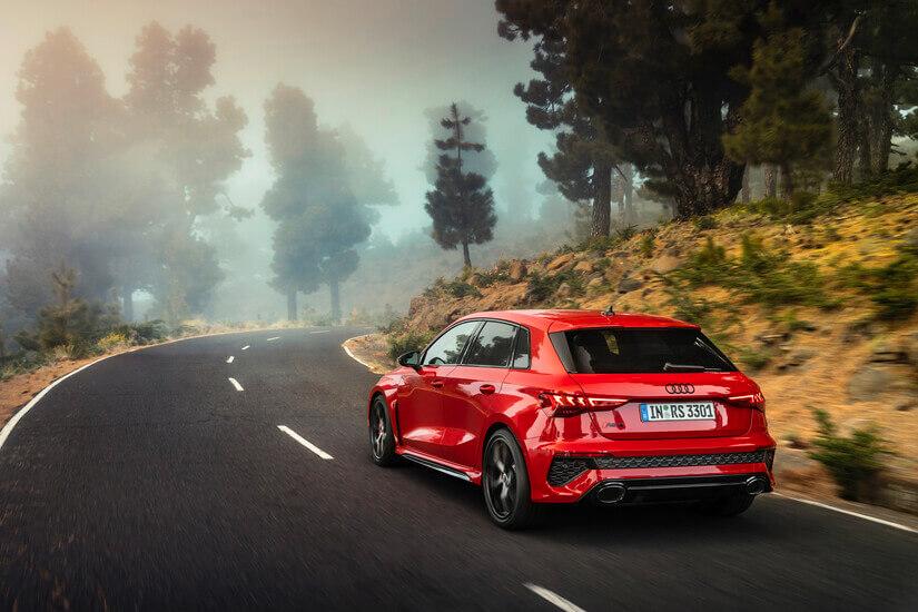 Audi RS 3 trasera rojo
