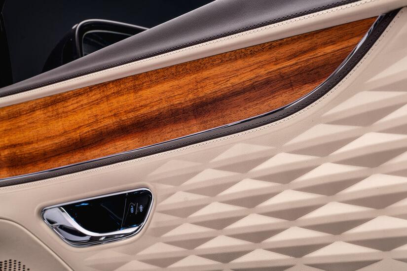 Bentley Flying Spur puerta