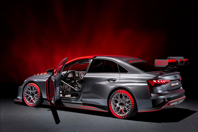 Audi RS 3 LMS puerta abierta