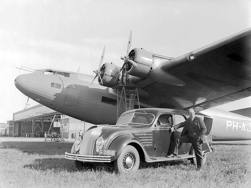 Chrysler Airflow con avion