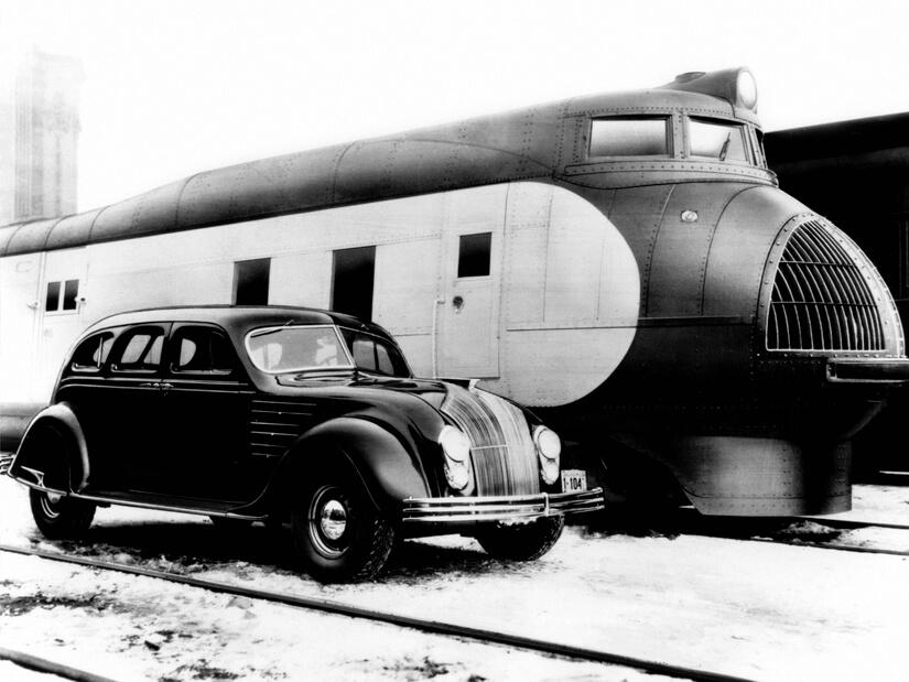 Chrysler Airflow lateral con tren