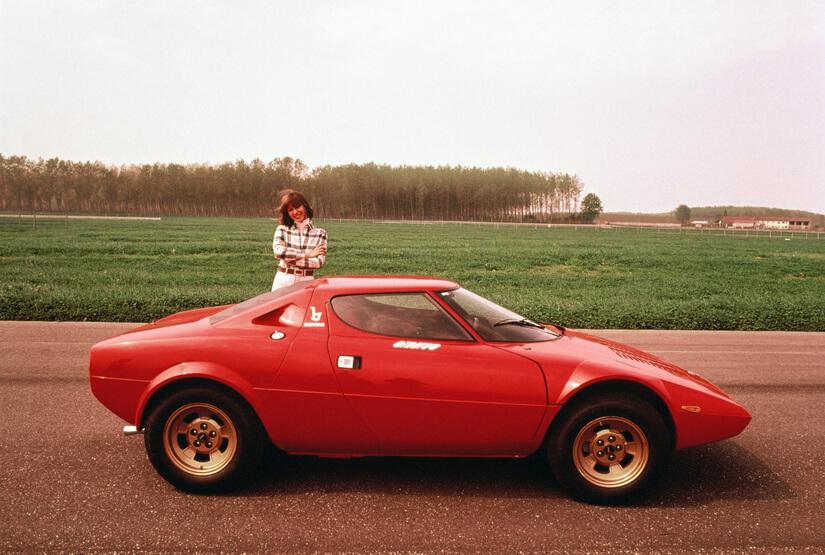 Lancia Stratos con chica